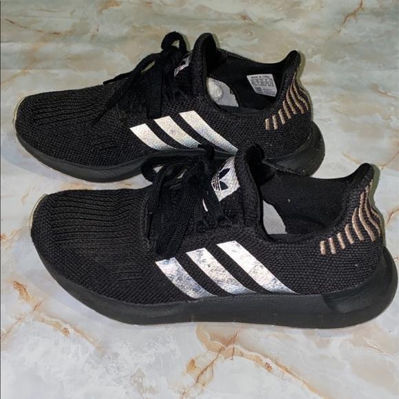 Black women's Adidas tennis shoes